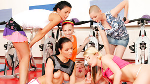 Lucky dude in the gym gets lucky with these stunning fit bimbos